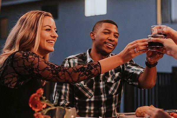 Imagen destacada blog Sport Homes mobil home con amigos